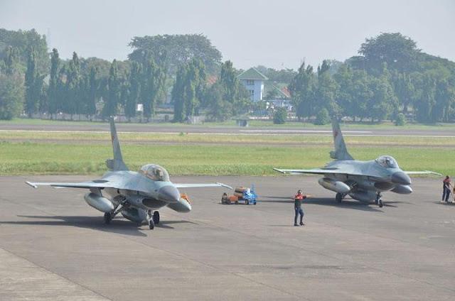 Jet Tempur jenis F-16 di Lanud TNI AU Roesmin Nurjadin, Pekanbaru, Provinsi Riau