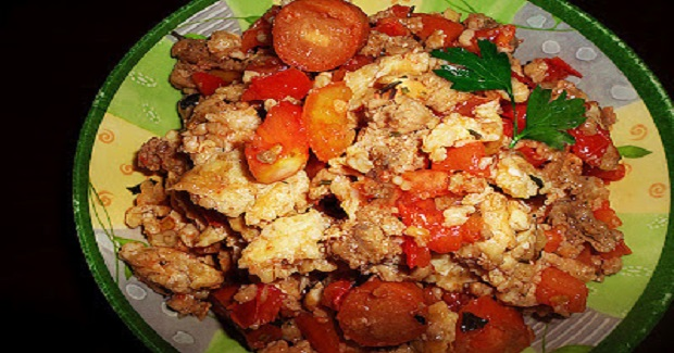 Monsoon Scrambled Eggs With Beef, Oats And Tomatoes Recipe