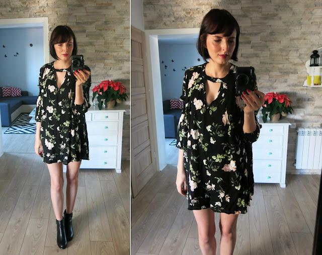 Czarna tunika - sukienka w kwiaty od SheIn.