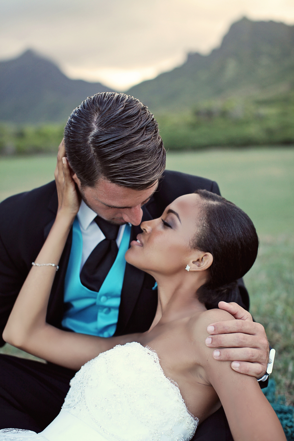 Hawaii+destination+wedding+salmon+pink+peach+orange+blue+turquoise+tropical+beach+tim+tebow+wedding+married+girlfriend+fiance+bouquet+gown+cake+chevron+modern+Creatrix Photography+15 - Tropical Oasis