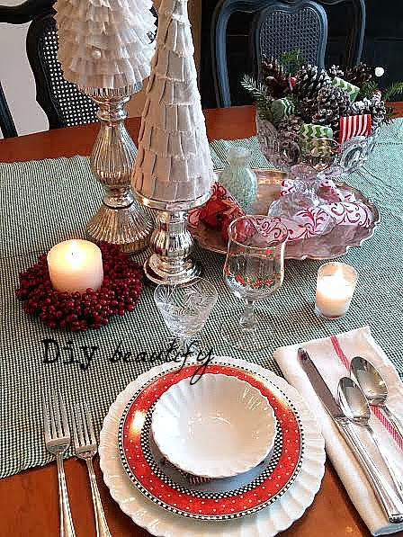 Setting a Christmas Table www.diybeautify.com
