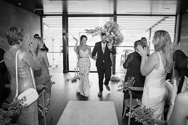 DREAMLIFE PHOTOGRAPHY WEDDINGS SYDNEY BRIDE SIGNS TO DEAF HUSBAND
