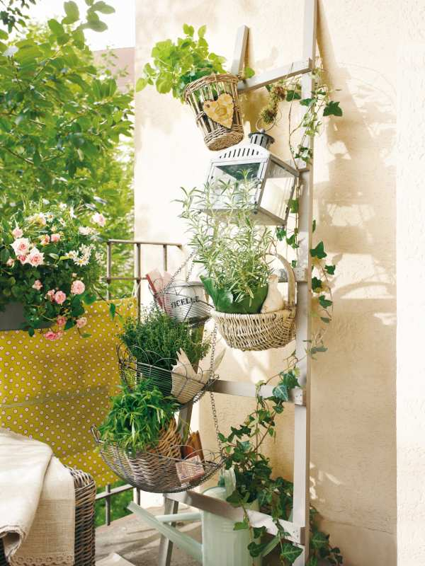 Zara Home Kissen Country Style Chic: A Sunny Balcony