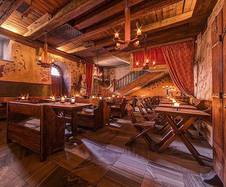 Um outro restaurante medieval em Tallinn