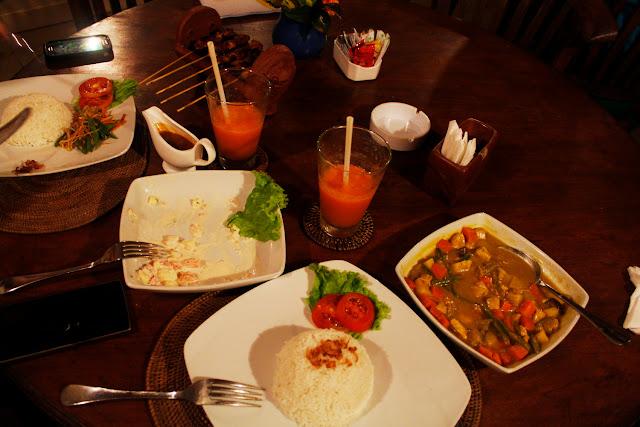 Cena en el restaurante del Hotel Bunga Permai de Ubud (Bali)