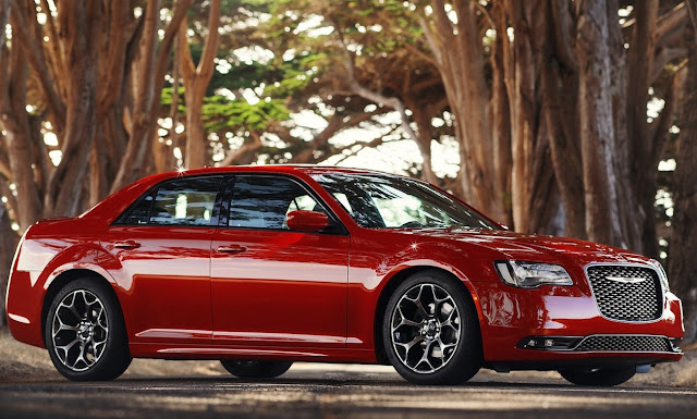 2015 Chrysler 300 red