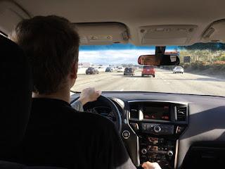 Blick aus dem Auto auf den Highway