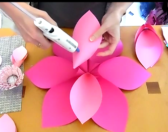 mama s gone crafty how to make giant hawaiian paper flowers