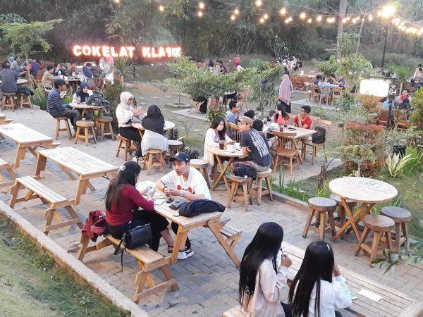 Tempat Romantis di Cokelat Klasik Cafe Malang