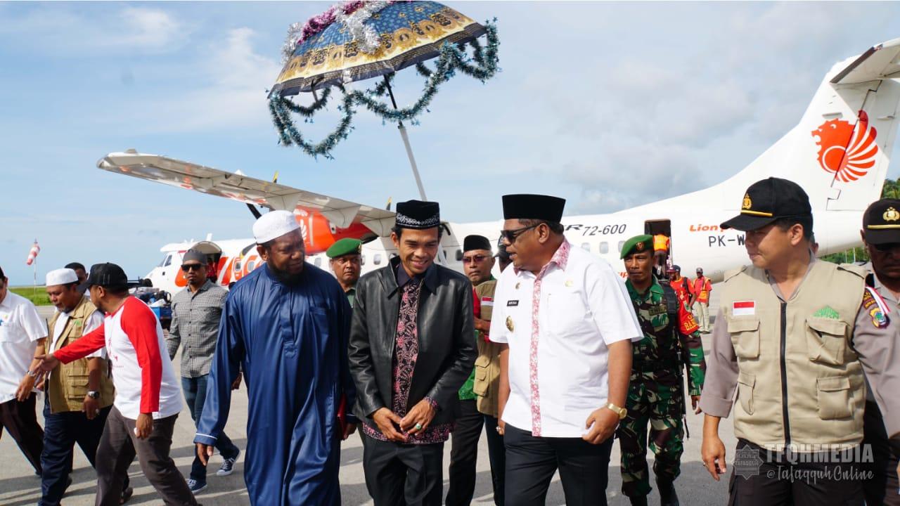Masya Allah... Begini Sambutan Hangat Warga, Pemerintah, dan Dai Papua kepada Ust Abdul Somad