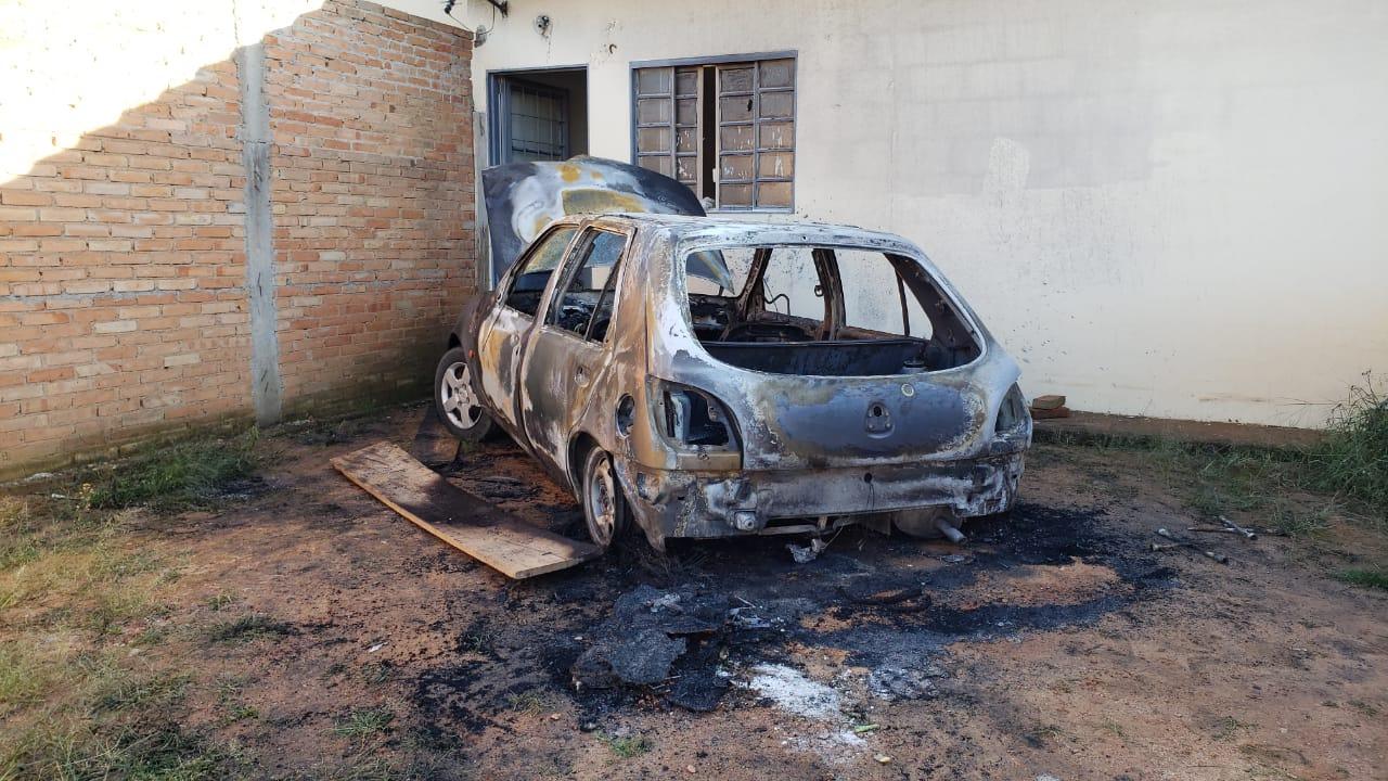 Homem é preso após incendiar o carro da própria irmã em São João da Boa Vista