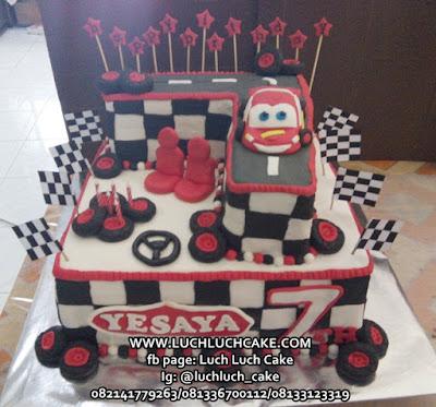 Kue Ulang Tahun Tingkat Mobil Cars Mc queen