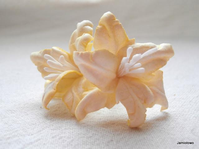 gotowe lilie podwójne z papieru akwarelowego