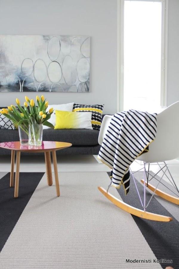 Salón con pequeños toques en amarillo