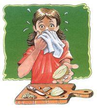 4 วิธีปอกหัวหอม น้ำตาไม่ไหล
