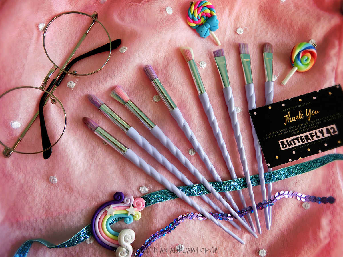 WANDERLUST THINGS : Everything is better with Unicorn Eye Makeup Brushes