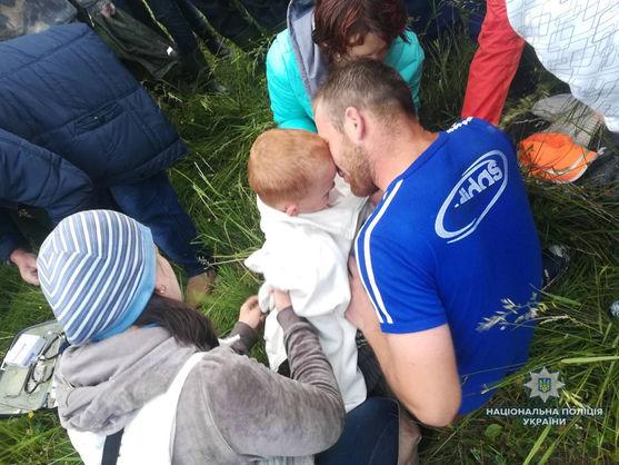 На Прикарпатті у лісі знайшли малюка, який зник майже на добу