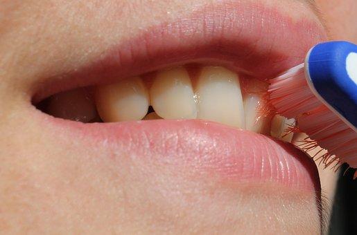Cara Memutihkan Gigi dengan Odol Secara Alami