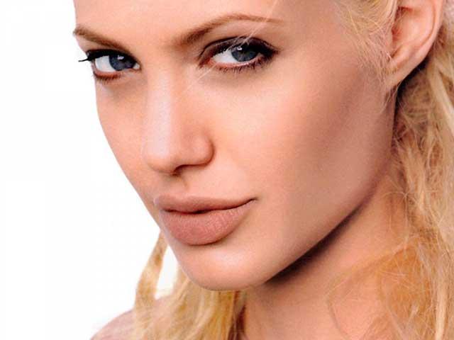Angelina-Jolie-a-Lapiz-con-Photoshop-Imagen-Inicial-by-Saltaalavista-Blog