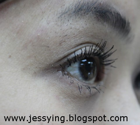 5bdb08d7244 Do note that while using the vibrating mascara no zig zag application of  mascara is needed.