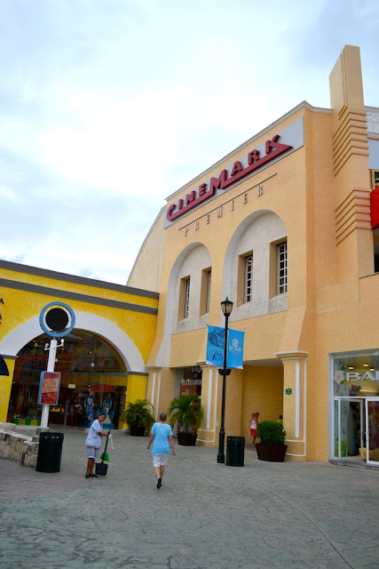 LA ISLA PLAZA - CINEMARK