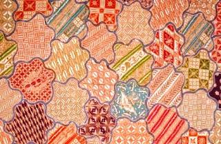 Batik Yogya tersebut mempunyai nilai estetis/keindahan serta kecantikan sehingga membuat orang yang melihatnya akan merasakan pesona batik ini. Ada yang berpendapat dan menafsirkan motif sekar jagad merupakan bentuk pulau-pulau seperti corak motifnya.