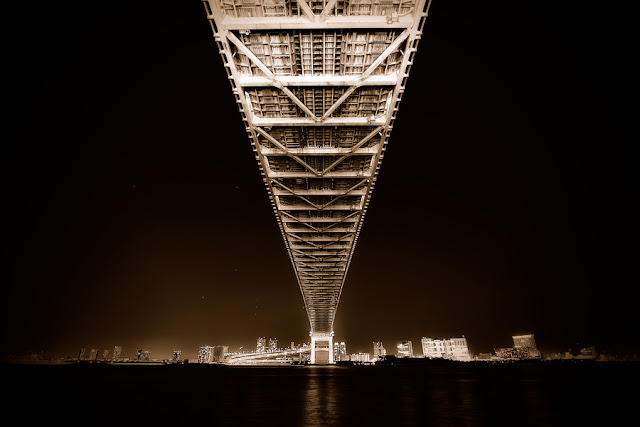 Akira Takaue từng chụp nhiều bức ảnh trên những cây cầu lớn trên thế giới