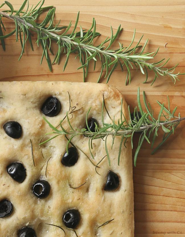 receta focaccia de romero y aceitunas