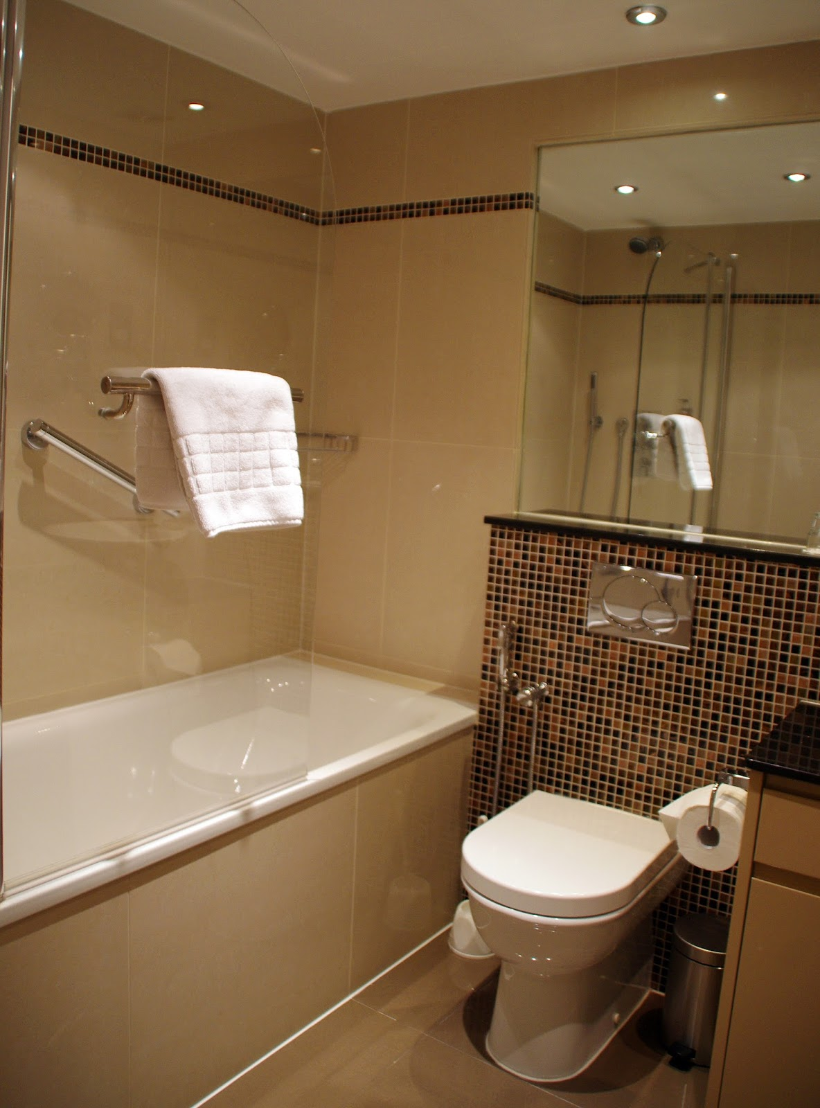 Beaufort House Knightsbridge Apartment Bathroom
