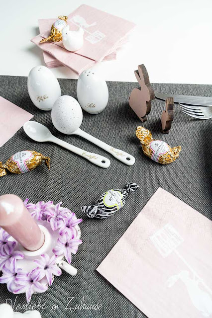 Ostertisch Dekoration Hasen Eier