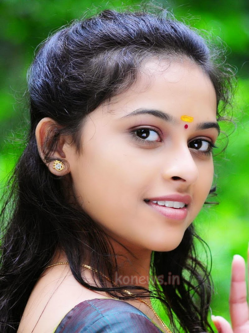 Actress Sri Divya Photos: WEB ACTRESS WORLD: Actress Sri Divya Homely Looking Stills