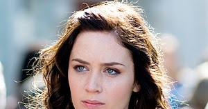 Bra Size: Emily Blunt Bra Size And Measurements