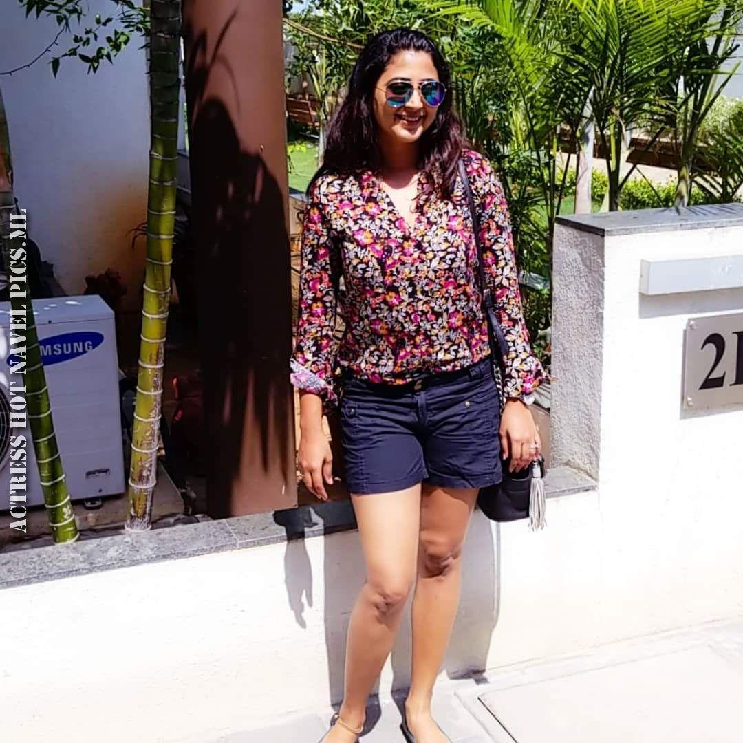 Kaniha Hot Thighs Photos
