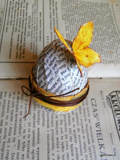 motyl na czytelniczym jajku