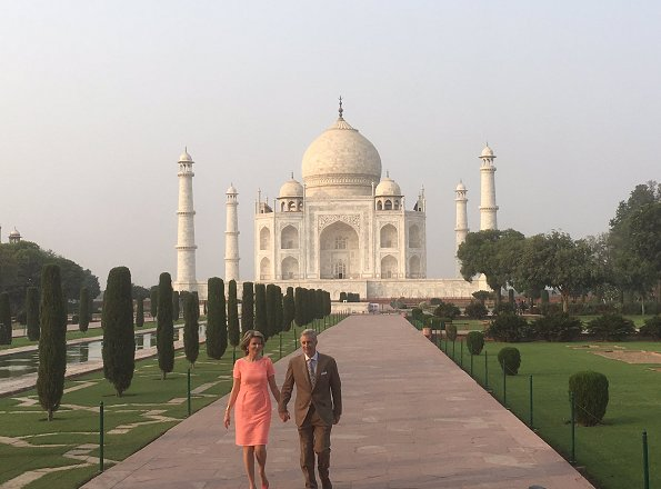 King Philippe and Queen Mathilde visited Taj Mahal in New Delhi. Queen Mathilde wore Natan Dress and natan shoes