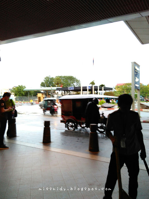naik tuktuk ke phnom penh international airport