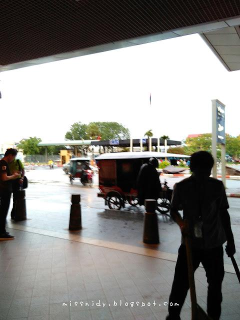 naik tuktuk ke phnom penh international airport