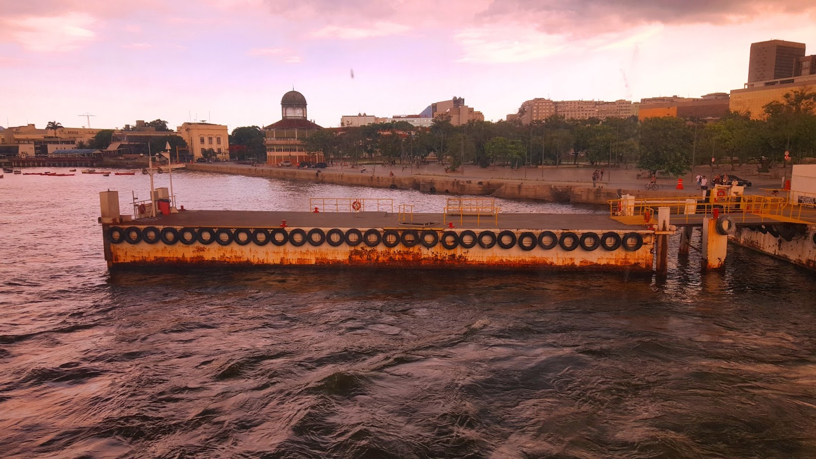 vista-da-barca-Rio-Niteroi
