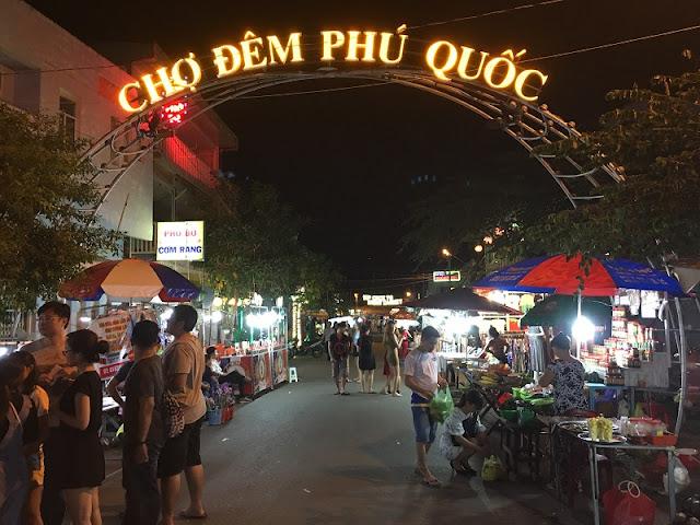 Top 10 popular night markets in Vietnam 8