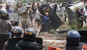 Bentrok dengan Polisi, 25 Anggota Satpol PP Ditangkap
