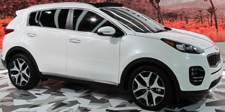 The All New 2017 Kia Sportage Offered In Front Or Wheel Drive Has A 181 Horse 2 4 Liter Engine On Lx And Ex Models 241