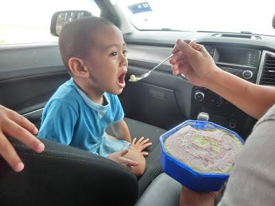 Pertama kali makan aiskrim!