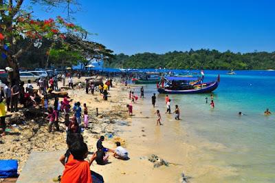 Wisata Pantai Sendang Biru