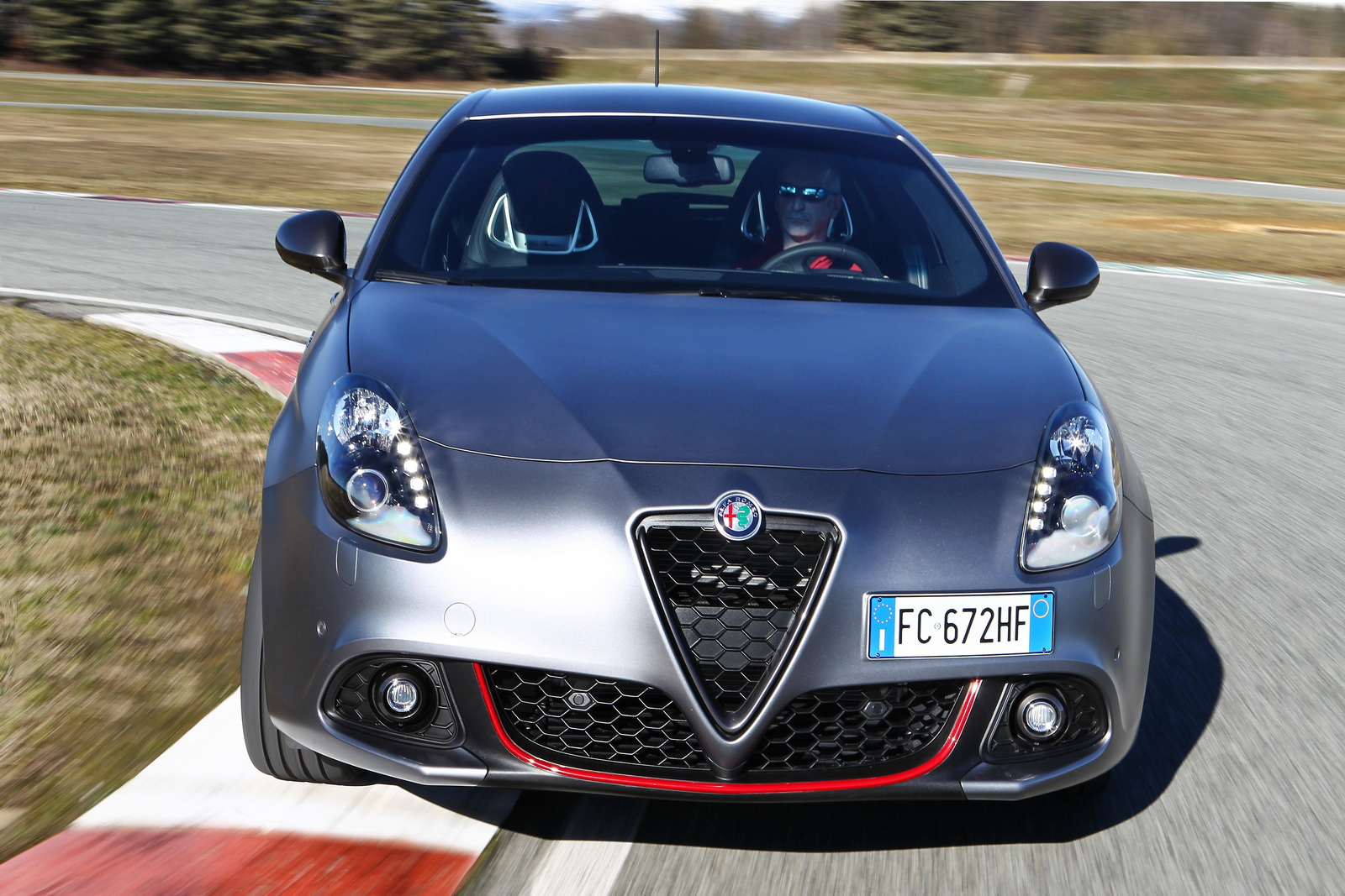 alfa romeo s updated giulietta and mito want a piece of giulia s glory. Black Bedroom Furniture Sets. Home Design Ideas