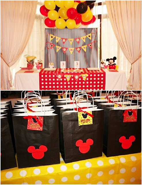 Table, Favor Boxes, Souvenirs, Michey Mouse Party.