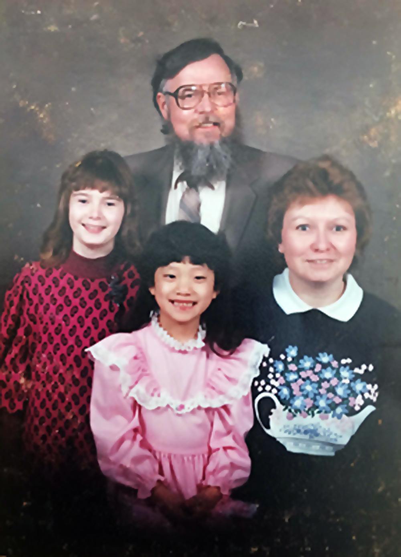 familia adoptiva oscuro