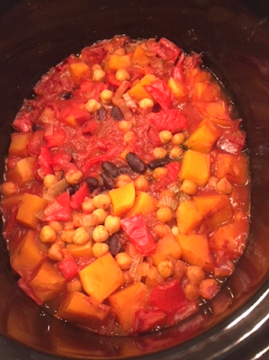 Slow Cooker Vegetarian Chilli ready to serve in slow cooker