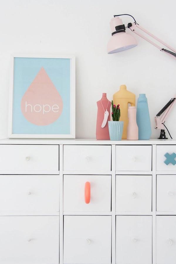 detalle cómoda con colores pastel