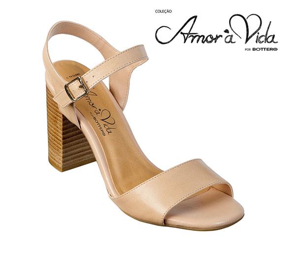 c513b232c A queridinha do público e protagonista da novela, Paloma, foi homenageada  pela Bottero com uma sensacional sandália exclusiva confeccionada com couro  e ...