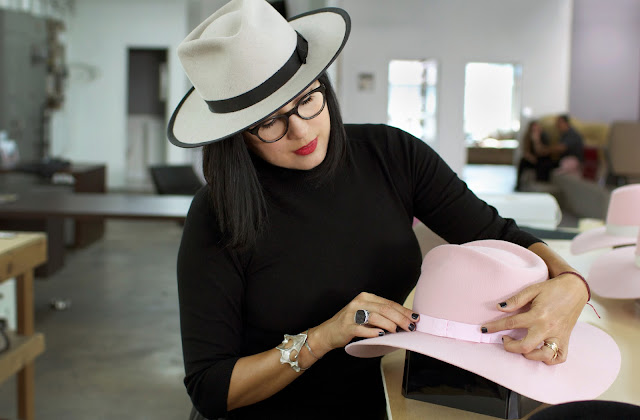 Gladys Tamez, la mexicana que diseña sobreros a Lady Gaga